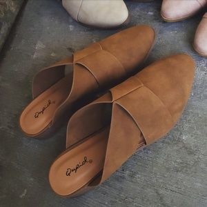 Shoes - 🆕️//The Agnes// brown mule flat